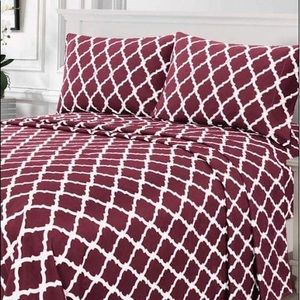 ⭐️SALE⭐️Full 4pc Burgundy Arabesque Bedsheets